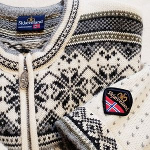 Skjaeveland | Norwegian 100% Wool Zip-Up Sweater